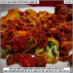 You too can make this tasty, proper Slimming World dinner of ricotta and spinach stuffed beefy cannelloni for only syns a portion - gorgeous, yum pasta! Slow Cooker Slimming World, Slimming World Dinners, Slimming World Recipes Syn Free, Slimming Eats, Spinach And Ricotta Canneloni, Spinach Cannelloni, Healthy Eating Recipes, Cooking Recipes, Healthy Meals