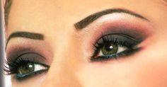 Sobrancelhas com falhas podem ser corrigidas com a maquiagem definitiva