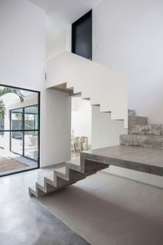 Stairs made up wood and aluminum are popular, a concrete staircase is known for durability. Concrete stairs are not only functional but can also add aesthetic valu Concrete Staircase, Modern Staircase, Staircase Design, Staircase Ideas, Precast Concrete, Concrete Steps, Staircase Pictures, Staircase Decoration, Luxury Staircase