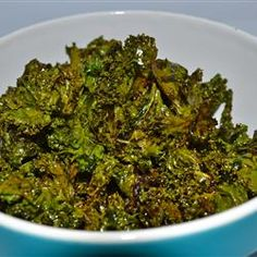 Baked Kale Chips Recipe - The Kale in my garden is ready, so I'm making this for me & Carl tonight! Here's to hoping they taste better than they look! Low Calorie Recipes, Paleo Recipes, Cooking Recipes, Easy Recipes, Diet Snacks, Healthy Snacks, Healthy Eating, Healthy Life, Kale Chip Recipes