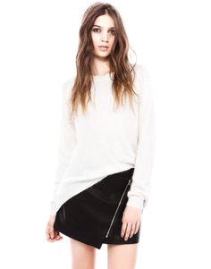 Our 2017 Spring/Summer knitwear collection for women at PULL&BEAR. Try our cropped jumpers, oversized cardigans and batwing sleeve sweaters. Angora Sweater, Oversized Cardigan, Batwing Sleeve, Knitwear, Mini Skirts, Girl Stuff, Hungary, Collection, Look