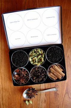 Organic DIY chai tea kit with recipe - set of 6 - a great gift for your favorite tea lover. Spices Packaging, Tea Packaging, Tea Cookies, Tea Gifts, Tea Gift Sets, Tea Blends, Tea Recipes, Homemade Gifts, Chai