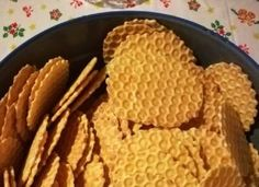 Extra ropogós sajtos tallér egyszerűen – Csak úgy eteti magát! Fruit Art, Bread, Cheese, Recipes, Food, Brot, Recipies, Essen, Baking