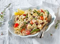 This easy-to-put-together, fresh-tasting meal might just become your go-to pasta. Gluten Free Recipes, Gourmet Recipes, Healthy Recipes, Savoury Recipes, Farfalle Recipes, Pasta Recipes, Nicoise, Spring Recipes, Easy Cooking