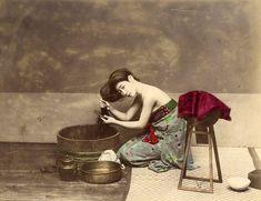 En 1863, el fotógrafo de guerra italo-británico Felice Beato se trasladó a Yokohama, Japón y se convirtió en uno de los primeros en fotografiar el misterioso Lejano Oriente.