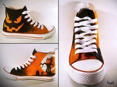 """Zapatillas """"Halloween"""". Pintadas a mano con pinturas textiles."""