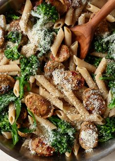 A quick & easy recipe for Whole Wheat Pasta with Broccoli and Chicken Sausage, a flavorful, soul-satisfying dinner that's ready in under 30 minutes. Pastas Recipes, Cooking Recipes, Healthy Recipes, Kalbasa Recipes, Noodle Recipes, Healthy Soup, Shrimp Recipes, Healthy Chicken, Healthy Meals