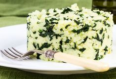 This Greek spinach rice recipe is the perfect side dish for any table. Make it even more Greek by adding some feta on top. Side Dish Recipes, Rice Recipes, Vegetarian Recipes, Cooking Recipes, Vegetarian Dish, Supper Recipes, Pasta Recipes, Spinach Rice, Spinach Recipes
