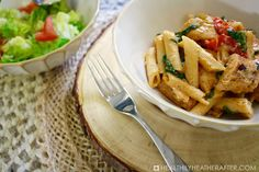 Cheesy Cajun Chicken Alredo Pasta - You can't go wrong with cajun seasoning, baby spinach, roasted bell peppers, chicken, pasta, and two cheeses all in one great dish! 9 Weight Watchers SmartPoints per 1.5 cup serving! Cajun Seasoning, Side Salad, Spicy Recipes, Weight Watchers Meals, How To Cook Pasta, Pasta Dishes, Main Dishes, Easy Meals