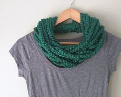 Hey, I found this really awesome Etsy listing at https://www.etsy.com/listing/169149916/emerald-chain-scarf-short-green-scarf
