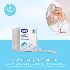 Da série: Cuidados com o bebê!  A limpeza da orelha dos bebês deve ser feita com uma haste flexível umedecida.  Mas atenção: não aprofunde muito, é totalmente contraindicado no conduto auditivo, pois essa região tem a pele muito delicada, sofrendo com qualquer agressão física.  A higiene externa deve ser feita após o banho com uma toalha delicada, diariamente. As Hastes Flexíveis Chicco são suaves e muito seguras, uma vez que são feitas em 100% algodão e possuem proteção para o tímpano.