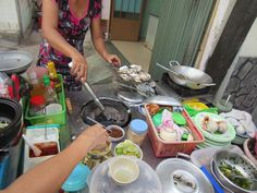 Ốc - Food stands specialized in snails & seafood.
