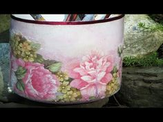 I'll show you the tips to avoid wrinkles when you're using napkins or serviettes to decoupage. I'll give you 3 examples. We'll work on a curved surface, a fl...