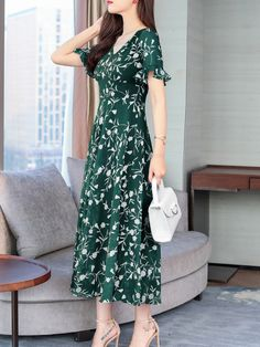Round Neck Floral Printed Bell Sleeve Maxi Dress - Sebellamore.com Bell Sleeves, Short Sleeves, Cheap Maxi Dresses, Dress Silhouette, Maxi Dress With Sleeves, Cheap Fashion, Fashion Prints, Dresses Online, Floral Prints