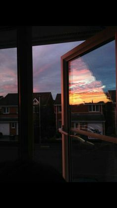 Suburban Sunset View from my Window . Pretty Sky, Beautiful Sky, Beautiful Places, Beautiful Women, Sky Aesthetic, Aesthetic Photo, Rite De Passage, Images Esthétiques, Window View