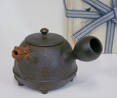 Tokoname tanuki teapot by Motozo