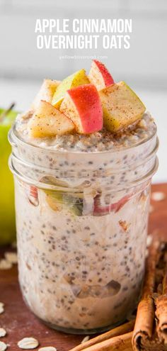 These simple Apple Cinnamon Overnight Oats require only 10 minutes of prep! Refrigerate them overnight and enjoy tasty overnight oats for breakfast. Nutritious Breakfast, Delicious Breakfast Recipes, Brunch Recipes, Dessert Recipes, Health Breakfast, Apple Breakfast, Breakfast Ideas, Breakfast Dishes, Oats Recipes