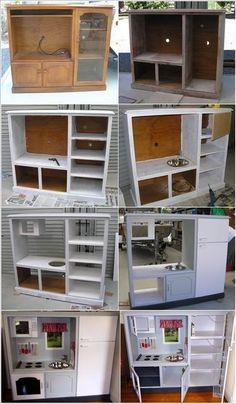 Wat te doen met een oude tv kast? Je kan er een keuken van maken voor de kinderen.