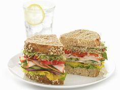 Saftiges Brot mit fettarmem Belag! Körnerbrot-Sandwich mit Putenaufschnitt - smarter - Kalorien: 241 Kcal - Zeit: 20 Min.   eatsmarter.de