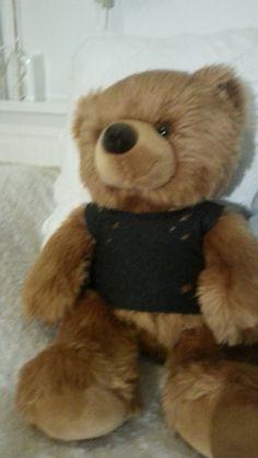 Calum Hood teddy t-shirt Calum Hood, Girly, Teddy Bear, Toys, T Shirt, Animals, Blogging, Women's, Activity Toys