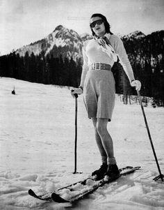 Vintage Ski Fashion – 48 Snapshots of Female Skiers From the and ~ vintage everyday Vintage Ski, Vintage Winter, Vintage Travel, Vintage Posters, Ski And Snowboard, Snowboarding, Ski Ski, Ski Chalet, Tarzan