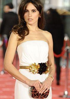 Cinturón joya con tres flores, una en negro y dos en dorado de Gucci