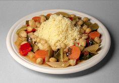 É um tradicional prato de semolina (minúsculos grãos de trigo duro), que é cozido a vapor. É tradicionalmente servido com um cozido de carne ou vegetais. Cuscuz é um alimento básico em toda a culinária do Norte Africano de Marrocos, Argélia, Tunísia, Mauritânia e Líbia.