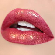 Kylie Lip and Lip Makeup - Lippen Make-Up Lipstick Shades, Lipstick Colors, Lip Colors, Colourpop Ultra Glossy Lip, Glossy Lips, Metalic Lips, Metallic Lipstick, Matte Lipstick, Makeup Eyes