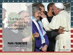 """""""La fe nos aporta esa luz que disipa la oscuridad"""" #PapaFrancisco #PapaEnUSA #FrasesPapaFrancisco"""