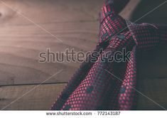 THE MEROVINGIAN KNOT. Tie knot