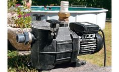 Pompe de piscine à réparer soi-même : http://www.systemed.fr/conseils-bricolage/jardin-vrd-assainissement/etapes-reparation-d-pompe-piscine-pas-a-pas,1631.html