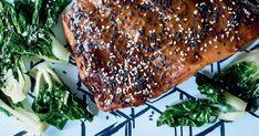 Donnez une saveur asiatique à vos filets de saumon en y ajoutant de la sauce soya, des graines de sésame grillées ainsi que du gingembre. Prête en seulement 15 minutes, cette recette du chef Antoine Sicotte vous comblera par son bon goût et sa simplicité! Seafood Recipes, Cooking Recipes, Healthy Recipes, Fish And Seafood, Cheesesteak, Salmon, Bbq, Pork, Chicken