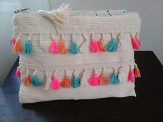 Püsküllü etnik çanta Krem renkli pamuklu kumaş ve renkli püsküllerle tasarladığım bu portföy çanta gece ve.... 392569