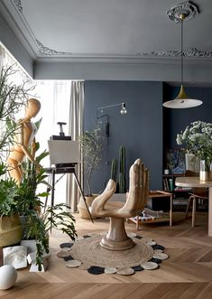 the interior design of 'pippa's apartment' by muxin studio in shanghai uses the client's art collection to create unique spaces. Home Art Studios, Art Studio At Home, Art Studio Design, Deco Design, Design Design, Modern Design, Luxury Home Decor, Unique Home Decor, House And Home Magazine