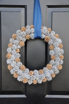 Items similar to Sweet gum ball wreath, sweetgum pod, silver, gold, ca… Acorn Crafts, Pine Cone Crafts, Okra Crafts, Diy Candles With Flowers, Gold Candles, Sweet Gum Tree Crafts, Nature Crafts, Fun Crafts, Diy Wreath