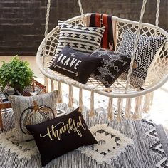 Fall has actually come and it's time to accent our house with decorative throw pillows in numerous autumnal styles. Fall Throw Pillows is a collection. Indian Bedroom Decor, Macrame Chairs, Macrame Wall Hanging Diy, Fall Pillows, Throw Pillows, Front Rooms, Country Farmhouse Decor, Swinging Chair, Black Decor