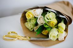 3 Ways To Arrange White Roses
