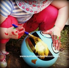 What happens when you take a selection of paints &brushes, a roll of paper, add a sprinkling of sunshine, a fewpatio toys& Minnie?   Wel...