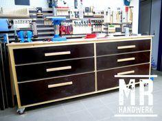 Werkstattwagen oder Werkbank selber bauen. Auf meinen YouTube Kanal #MrHandwerk zeig ich Dir wie es geht ! #selfmade #handmade #DIY # Werkstatt #tool #anleitung #woodworling