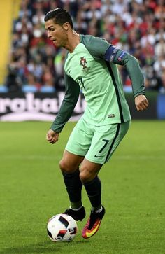 The 10 Best Pictures Of Cristiano Ronaldo - Euro 2016 Cristiano Ronaldo 7, Ronaldo Juventus, World Best Football Player, Good Soccer Players, Football Players, Cr7 Vs Messi, Neymar Jr, Real Madrid, Euro