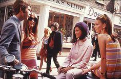 Swinging London fashion on Carnaby Street Jean Shrimpton, Mary Quant, Swinging London, Brian Duffy, Sixties Fashion, Mod Fashion, Vintage Fashion, Street Fashion, Sporty Fashion