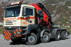 ○ MAN TGS heavy tractor with crane incorporated Heavy Duty Trucks, Heavy Truck, Steyr, Tow Truck, Big Trucks, Therapeutic Horseback Riding, Water In The Morning, Fifth Wheel Trailers, Automobile