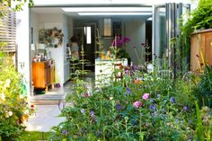 This London Garden Design project in Notting Hill, is currently a blank canvas. Its owner, a keen plantswoman, wondered if separate areas were possible.