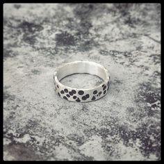Que nome merece esse anel lindinho? Prata e oxidação!