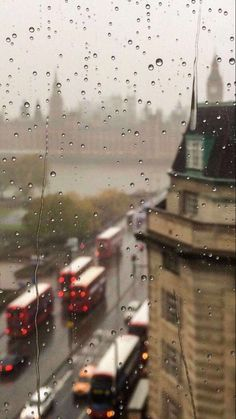 Rain window in London England Rain Wallpapers, Phone Wallpapers, Marguerite Duras, I Love Rain, Rain Days, Rain Photography, White Photography, Rainy Day Photography, S Bahn