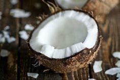 A chi non è mai capitato di usare troppo sale o di non sapere come fare per aprire una noce di cocco? Questi 7 trucchi da usare in cucina vi aiuteranno a risolvere moltissimi inconvenienti quotidiani.