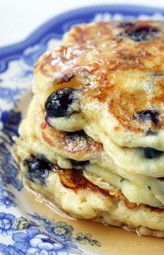 Blueberry Buttermilk Pancakes Blueberry Buttermilk Pancakes recipe from Jenny Jones () - Lose the mix. Make these pancakes from scratch in five minutes, even whole wheat. What's For Breakfast, Breakfast Pancakes, Breakfast Items, Pancakes And Waffles, Breakfast Dishes, Breakfast Recipes, Mexican Breakfast, Pancake Recipes, Waffle Recipes