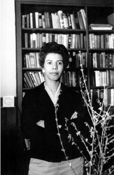 Lorraine Hansberry Lorraine Hansberry, Vintage Black Glamour, My Black Is Beautiful, Beautiful Women, Playwright, African American History, History Facts, Black History, In This World