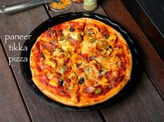 paneer pizza recipe, paneer tikka pizza, homemade pizza with paneer with step by step photo/video. indian version of pizza recipe prepared with tikka sauce. Bread Pizza Recipe Indian, Indian Pizza, Vegetarian Pizza Recipe, Pizza Recipes, Cooking Recipes, Pizza Snacks, Sandwich Recipes, Bread Recipes, Pizza Hut Menu