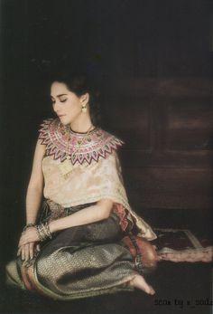 Thai women and Thai Traditional dress . Traditional Thai Clothing, Traditional Fashion, Traditional Dresses, Thai Style, Asian Style, Thai Wedding Dress, Thai Design, Thai Fashion, Thai Dress